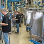 Blick_in_die_Wärmepumpenproduktion_in_Holzminden_-_Lötarbeiten