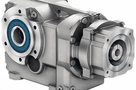 Siemens_präsentiert_für_die_Simogear-Getriebe_einen_neuen_Kupplungsadapter_zur_Anbindung_der_Getriebe_an_Siemens-Servomotoren._Der_neue_Adapter_erleichtert_das_Handling_deutlich,_denn_statt_pro_Motor_mit_jeweils_eigenem_Adapter_können_mit_der_neuen,_flexi