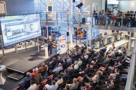 DEU,_Deutschland,_Hannover,_06.02.2019:_Robotics_Academy_auf_dem_Messegelände_Hannover._Vortrag_von_Dr._Martin_May_von_Schunk_GmbH_&_Co._KG