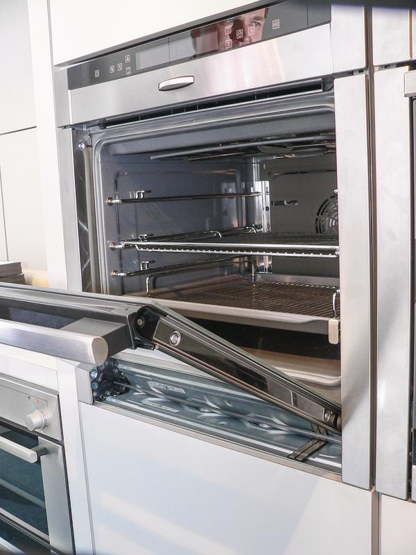 hausger tehersteller neff wagt sich an metall substitution hei auf kunststoff im backofenbau. Black Bedroom Furniture Sets. Home Design Ideas