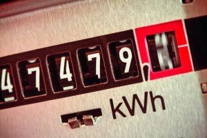 Die Stromkosten sind weit höher als die Beschaffungskosten, monieren sieben Verbände mittelständischer Industriebetriebe. Bild: Gina Sanders / Fotolia