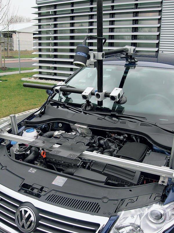 Optische Messtechnik: Kamera misst Motorbewegungen Blick unter die Haube