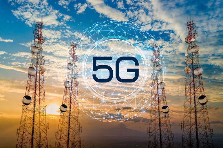 5G_Telecommunication_tower_antenna_in_morning_sky_Evening_sky
