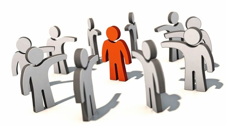 Mobbing,_Sündenbock,_Hass,_Cancel_Culture,_Diffamierung,_Stigmatisierung,_Verleumdung,_Rufmord,_Dämonisierung,_Feindbild,_Menschen,_Pranger,_Personen,_Figuren,_Mensch,_Person,_Psychoterror,_psychische_Gewalt,_Figur,_Opfer,_Täter,_gebrandmarkt,_Job,_Busine
