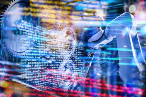 Programmcode_mit_Industrieroboter,_Zahnrädern_und_abstraktem_Technologiehintergrund