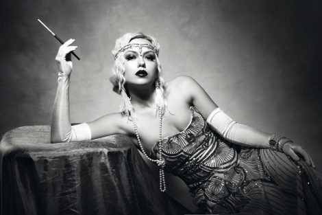beautiful_woman_retro_flapper_style_woman_black_and_white_foto,_roaring_20s