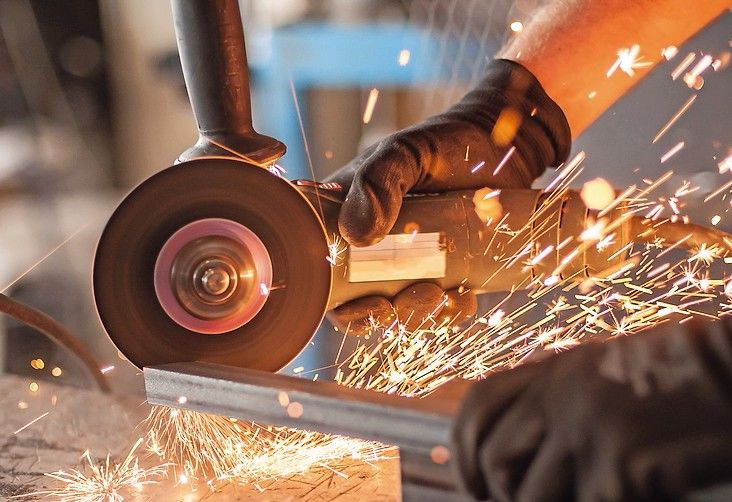 Electric_wheel_grinding_on_steel_structure_in_factory._Sparks_from_the_grinding_wheel