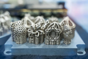 Object_printed_on_metal_3d_printer_close-up.