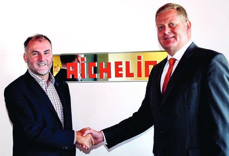 Dr._Peter_Schobesberger_(li)_begrüßt_Dr._Ronald_W._Eibler_als_neuen_CFO_und_zweiten_Geschäftsführer_der_Aichelin_Holding_GmbH.
