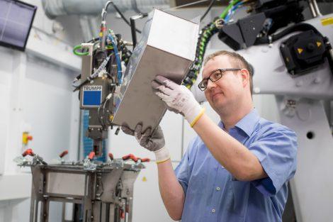 Batteriewanne-im-Labor.jpg