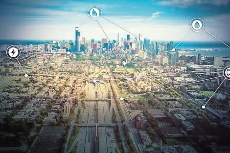 Aerial_view_through_Chicago_Downtown_with_highway_and_railroad