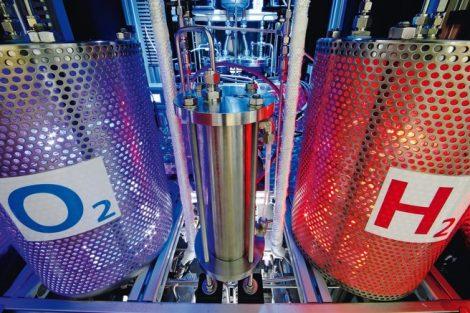 DLR,_Stuttgart_Versuchsaufbau_zur_Elektrolyse._Hier_wird_Wasser_aufgespalten_in_Sauerstoff_und_Wasserstoff,_welcher_z.B._in_Brennstoffzellen_zum_Einsatz_kommt.