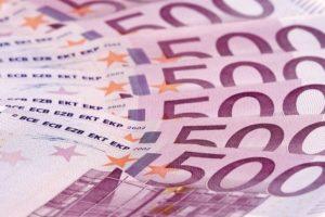 Nahansicht_von_500_Euro_Scheinen