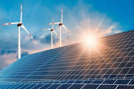 Photovoltaikanlage_und_Windkraftanlage_mit_strahlender_Sonne