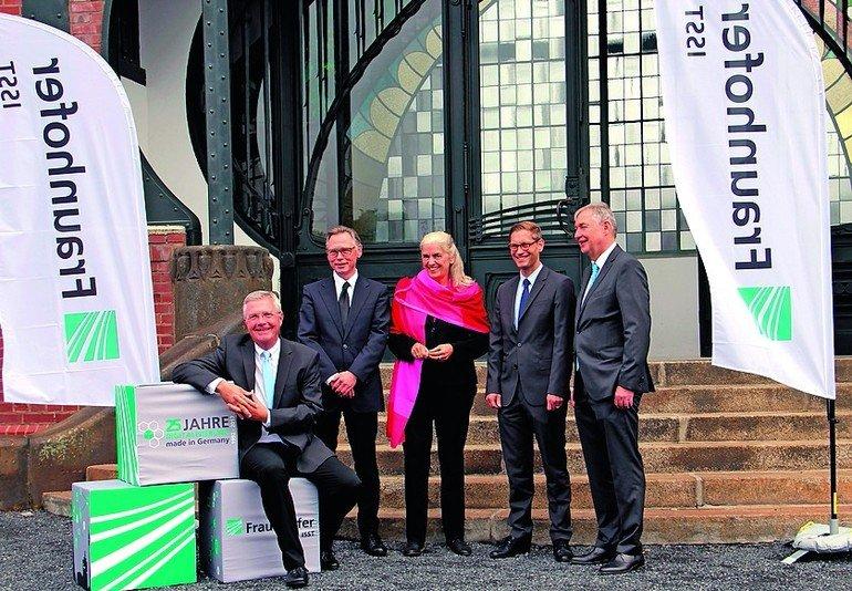 Foto2_Fraunhofer-ISST_Gruppenbild.jpg