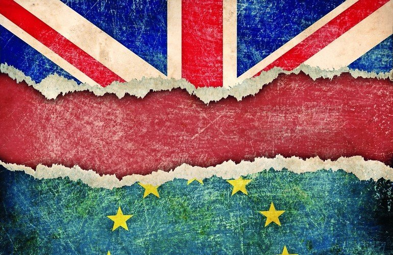 European_union_and_Great_Britain_flags_on_cardboard_pieces