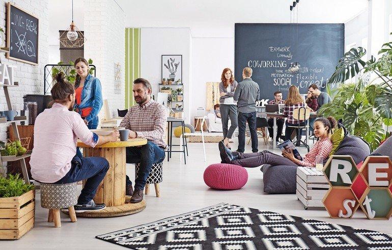 People_working_in_modern_agency_relaxing_during_lunch_break