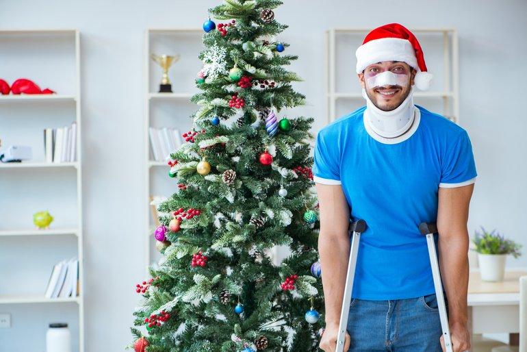 Injured_man_celebrating_christmas_at_home