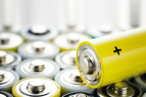 AA_alkaline_batteries_close_up