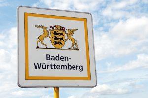 Baden-Wuerttemberg,_Schild,_Landesgrenze,_Bundesland,_bei_Bad_Mergentheim,_August_2008,_Bild_Nr.:_N28409