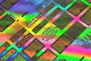 Testchip_mit_supraleitenden_Qubits_in_einem_300_mm_integrierten_Prozessprototyp