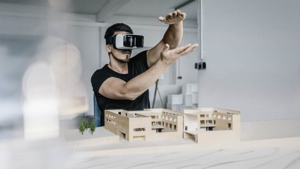 Architekt mit VR-Brille