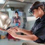 HoloLens2_RemoteAssist_woman.jpg
