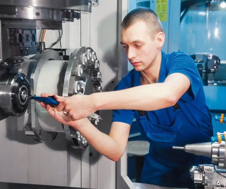mechanical_technician_operative_of_cnc_milling_cutting_machine_center_at_tool_workshop