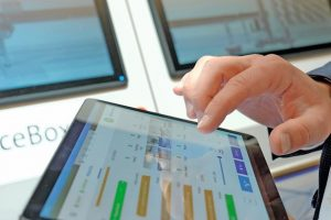 Lenze_Plug_and_Produce_Tablet2.jpg