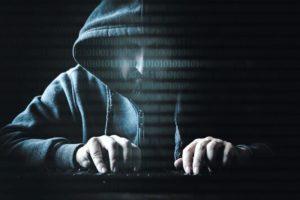 Hacker_an_Tastatur_mit_Binärcode,_Spionage_und_Cyberkriminalität,_Darknet_und_Sicherheit