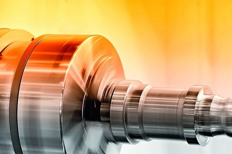 Rotating_spindle_of_turning_lathe_and_metal_detail._Selective_toning.