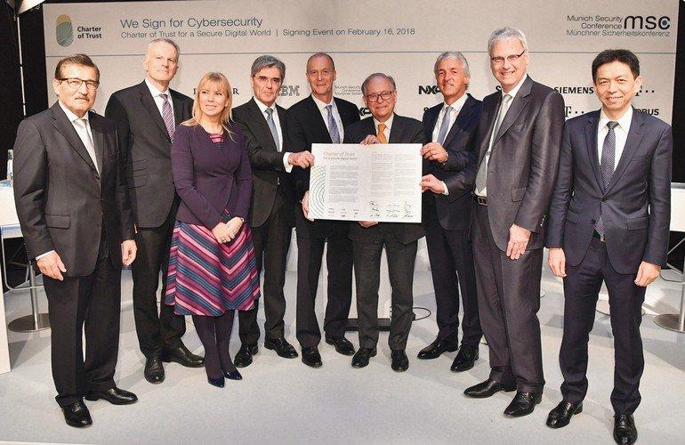 """Siemens_und_acht_Partner_aus_der_Industrie_unterzeichnen_heute_auf_der_Münchner_Sicherheitskonferenz_erstmals_eine_gemeinsame_Charta_für_mehr_Cybersicherheit.__Die_von_Siemens_initiierte_""""Charter_of_Trust""""_fordert_verbindliche_Regeln_und_Standards,_um_Ver"""