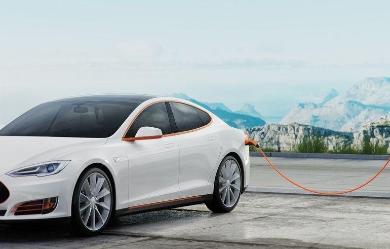 Tesla_mit_LAPP_Ladekabel.jpg