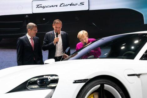 VDA_Merkel_IAA.jpg
