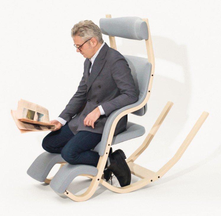 Sessel Zum Liegen multifunktional ein sessel zum schaukeln sitzen knien oder liegen