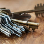 Bunch_of_different_keys_on_wooden_table