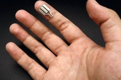 fingertip-powered-wearable_UC_San_Diego.jpg